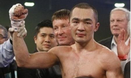 <strong>Бейбут Шуменов в третьем раунде одержал победу над Тамашем Ковачем</strong>