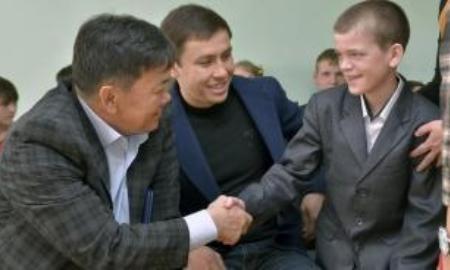 Геннадий Головкин взял шефство над мальчиком из Детского дома Караганды