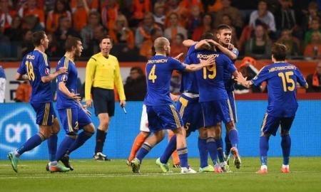 <strong>Сборная Казахстана обыгрывает Нидерланды после первого тайма</strong>
