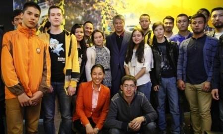 Кайрат Боранбаев провел встречу с болельщиками