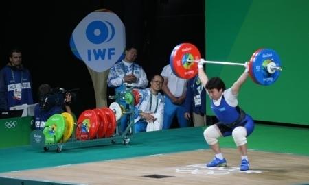 Тяжелоатлетка Жаппаркуль идет второй после рывка на Олимпиаде-2016