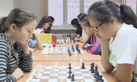 Абдумалик поддержала турнир среди дворовых команд Алматы