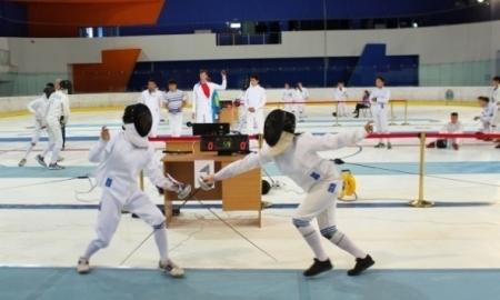 Открытый турнир по фехтованию стартовал в столице