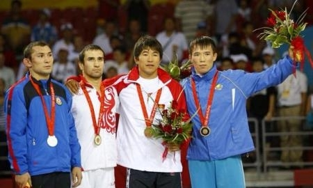 UWW присвоил серебряную медаль Олимпийских игр в Пекине Тенизбаеву