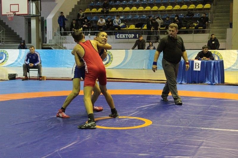 Фоторепортаж с чемпионата казахстана по греко-римской борьбе в караганде