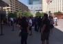 Десятки фанатов ходят возле касс в надежде купить билет на бой Головкин — Альварес