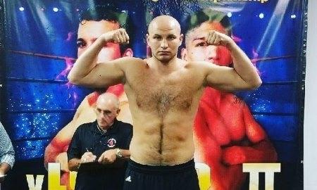 Казахстанский боксер Дычко одержал вторую победу напрофессиональном ринге