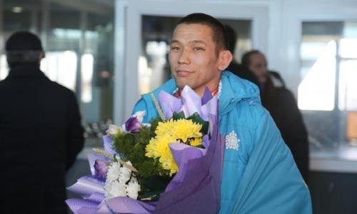 Чемпиона Азии по вольной борьбе встретили в аэропорту Актобе