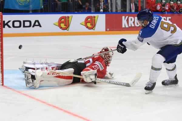 Доус реализует буллит в матче Казахстан — Швейцария (ЧМ-2016 Москва)