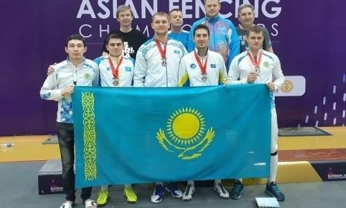 Мужская сборная шпажистов Казахстана завоевала «серебро» чемпионата Азии