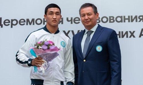 Серебряным призерам Азиады-2018 в боксе выплатили «золотую» премию