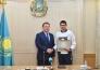 Миллион тенге вручил Алексею Луценко аким СКО