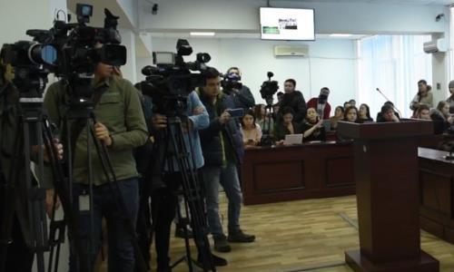 Как вели себя подозреваемые в убийстве Дениса Тена в суде — опубликовано видео