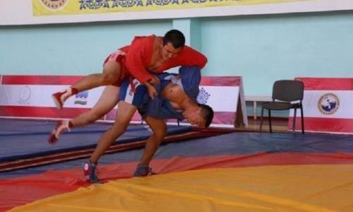 Соревнования по самбо впервые проходят в Туркестане