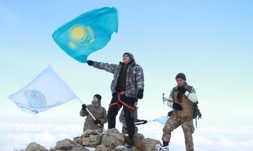 Молодежь Жамбылской области покорила самую высокую вершину региона