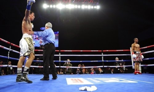 «Правильно сделали американцы, что сняли своего боксера». Разбор боя, в котором казахстанец Алимханулы заставил сдаться «Хитмэна»