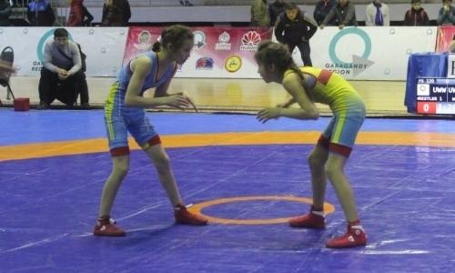 В Караганде стартовал чемпионат РК по вольной и женской борьбе