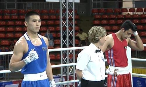 Казахстанский боксер нокаутом выиграл свой бой и вышел в четвертьфинал ЧА-2019
