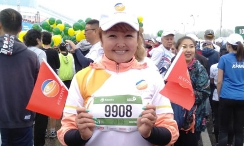 50-летняя женщина пробежала «Алматы марафон» с протезом
