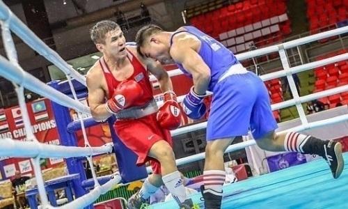Казахстанский боксер досрочно победил туркмена и вышел в финал ЧА-2019
