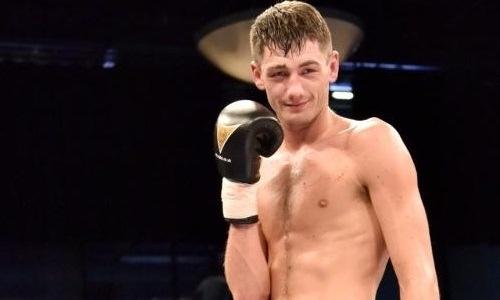 Британец отпраздновал рождение сына тремя нокдаунами и выкинутым полотенцем. Видео титульного боя в весе Головкина