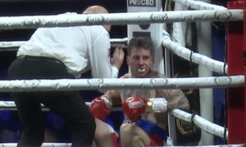 Боксер засиделся в углу и получил нокаут. Видео странного момента в весе Елеусинова