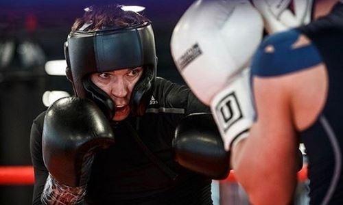 Казахстанский боксер анонсировал бой против соперника с 35 поединками в профи