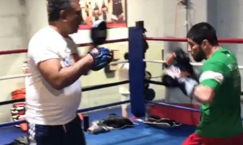 В Сети появилось видео с тренировки казахстанского нокаутера перед боем в андеркарде у Головкина