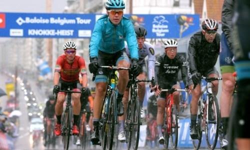 «Было очень скользко». Гонщик «Астаны» — о завале перед финишем на «Туре Бельгии»