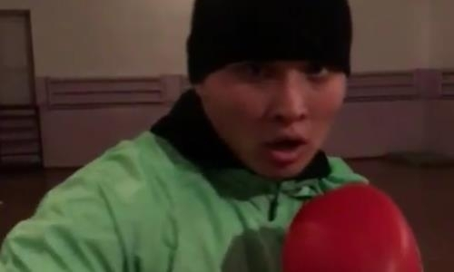 Казахстанский тяжеловес показал видео тренировки с грушей