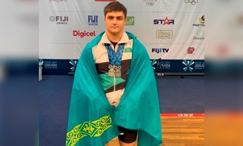 Казахстанец завоевал «серебро» чемпионата мира по тяжелой атлетике