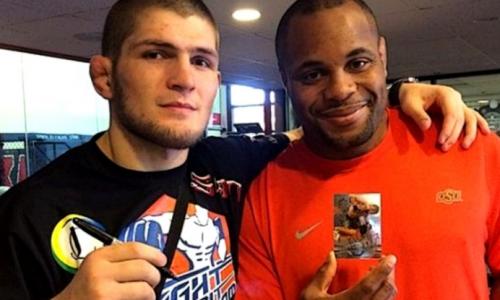 Нурмагомедов атаковал чемпиона UFC и повалил его