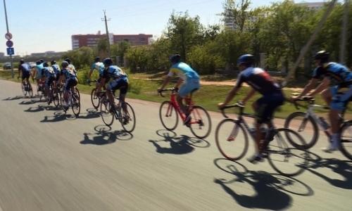 Конькобежцы сборной Казахстана тренируются по новой методике