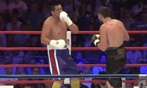 Узбекский супертяж с разбитым носом решил не ждать нокаута и отказался сам. Видео