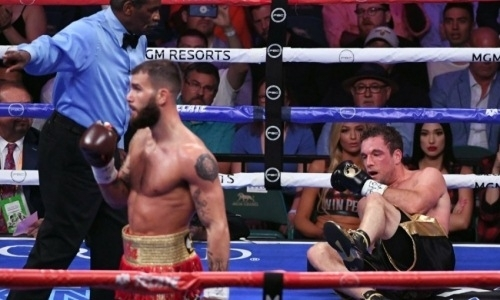 Потенциальный соперник Головкина три раза за минуту отправил соперника в нокдаун в бою за титул IBF. Видео
