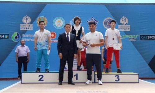 Установлен новый рекорд Казахстана по тяжелой атлетике