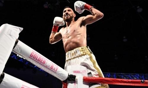 Боксер Golden Boy после нокаута жестоко добил уже падающего соперника. Видео