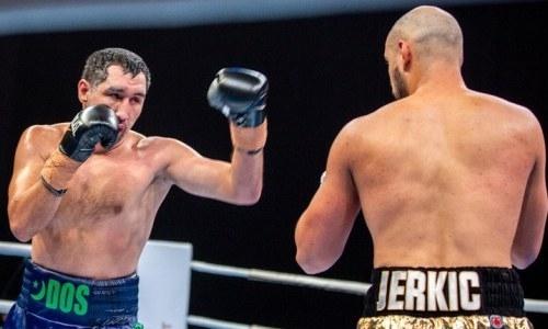 Как казахстанцы Жанабаев и Ербосынулы бились за титулы в Австралии. Видео