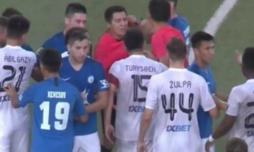 Футболисты «Иртыша» и «Тобола» устроили потасовку после финального свистка. Видео