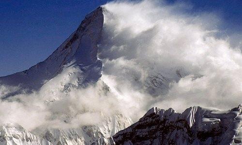 Казахстанские альпинисты застряли в горах Кыргызстана: на поиски выживших вылетел вертолет