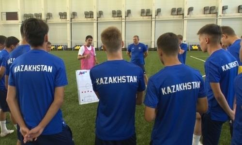 Видео тренировки юношеской сборной Казахстана в Доме футбола