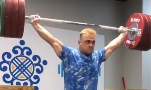 Илья Ильин поделился брутальным видео стренировки