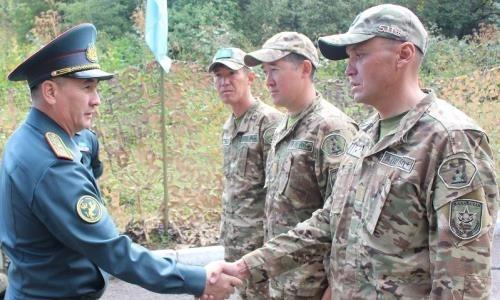 35 казахстанских военнослужащих получат разряд по альпинизму
