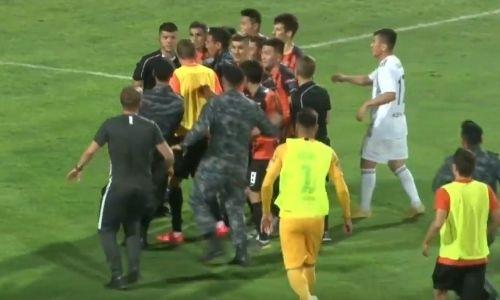 Пенальти на 100-й минуте в матче «Ордабасы» — «Шахтер» вызвал беспредел на поле. Видео