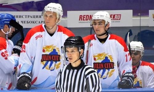Три казахстанских хоккеиста подписали полноценные контракты с китайским клубом