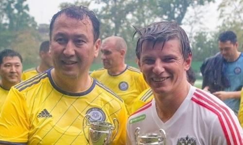 «Разделили приз лучшего игрока». Аршавин поделился совместной фотографией с генеральным секретарем КФФ