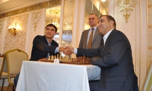 Серик Сапиев сделал первый ход на открытии чемпионата Азии