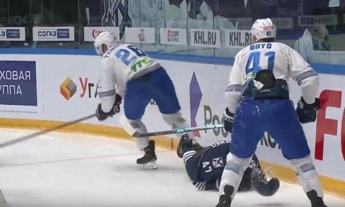Как новичок «Барыса» «воткнул» в борт бывшего хоккеиста «Сарыарки». Видео жёсткого силового приема