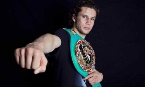 Тренировавшийся с Головкиным экс-чемпион мира победил в яркой зарубе мексиканцев. Видео