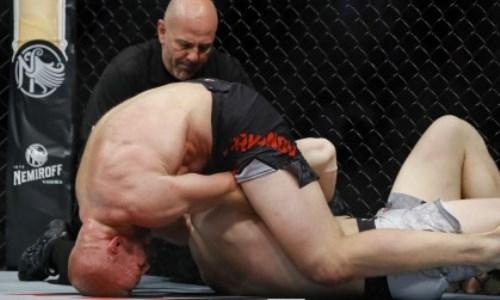 Русский канадец победил на турнире UFC удивительным приемом в первом раунде. Видео